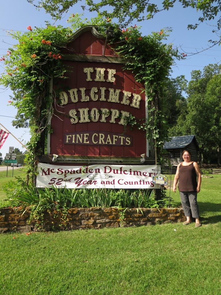 Maylee at Dulcimer Shoppe - IMG_3801